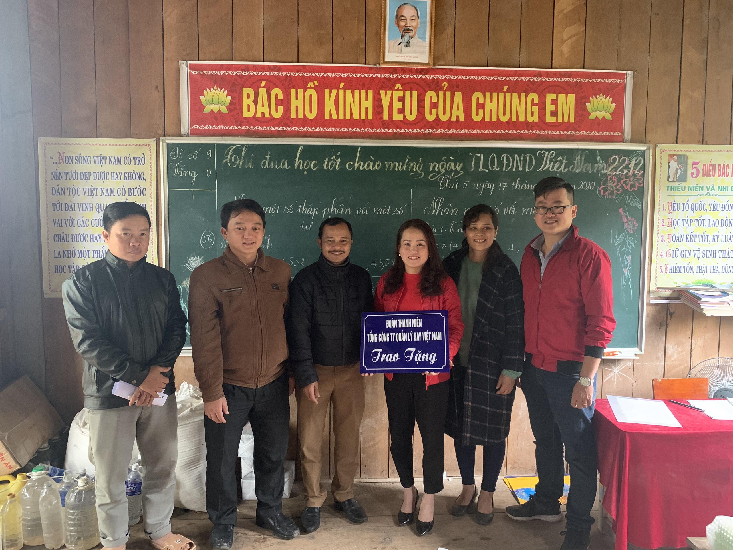 Đoàn Thanh niên VATM: Bàn giao công trình xã hội từ thiện năm 2020 và đồng hành cùng bà con bản Nịu tại Quảng Bình tái thiết cuộc sống sau lũ lụt