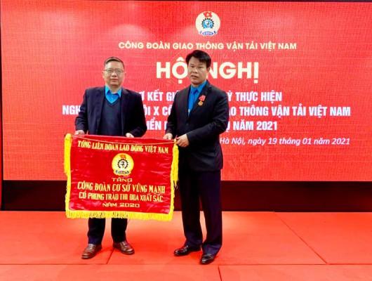 Công đoàn Công ty Quản lý bay miền Trung vinh dự đón nhận Cờ thi đua của Tổng Liên đoàn Lao động Việt Nam năm 2020
