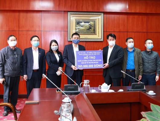 Công đoàn Giao thông vận tải Việt Nam trao tặng trợ cấp cho các công đoàn viên có hoàn cảnh khó khăn nhân dịp Tết Tân Sửu