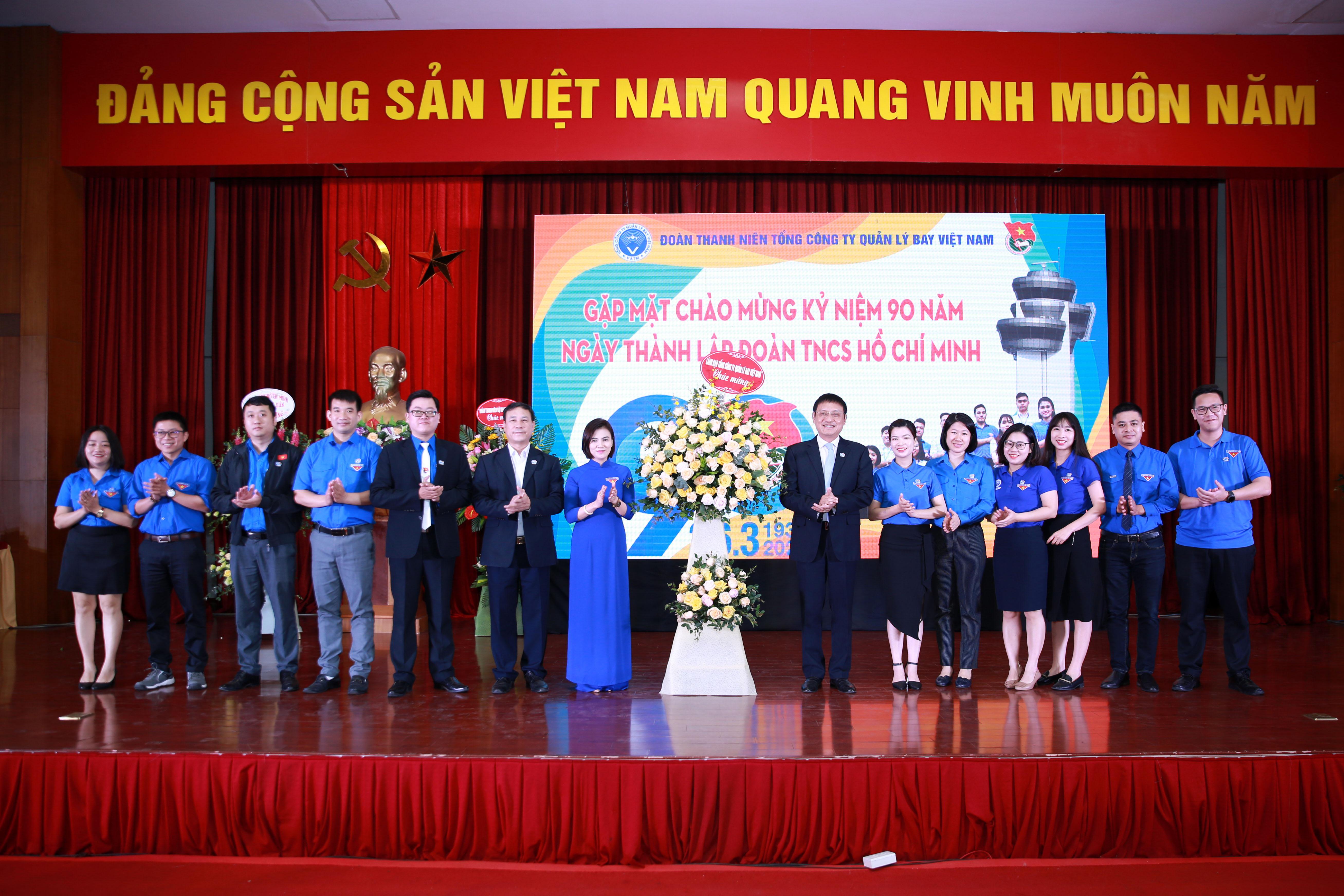 """Đoàn Thanh niên VATM: """"Chào mừng kỷ niệm 90 năm ngày thành lập Đoàn Thanh niên cộng sản Hồ Chí Minh"""" và """"Gặp mặt, đối thoại giữa Bí thư Đảng ủy Tổng công ty với đoàn viên thanh niên"""""""