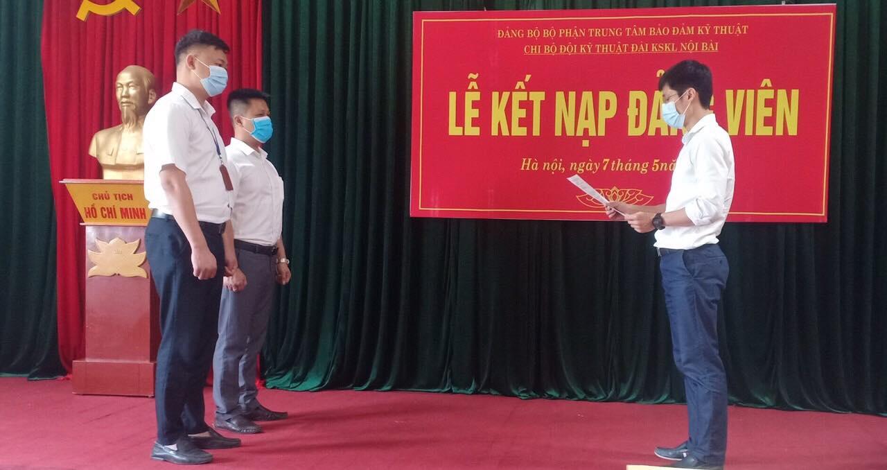 Chi bộ Đội Kỹ thuật Đài KSKL Nội Bài tổ chức Lễ kết nạp đảng viên mới