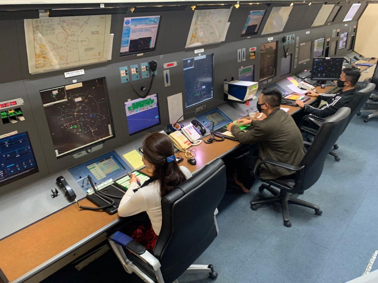 Đài Kiểm soát không lưu Nội Bài: Cán bộ, nhân viên trực chốt tham gia công tác phòng chống dịch Covid-19