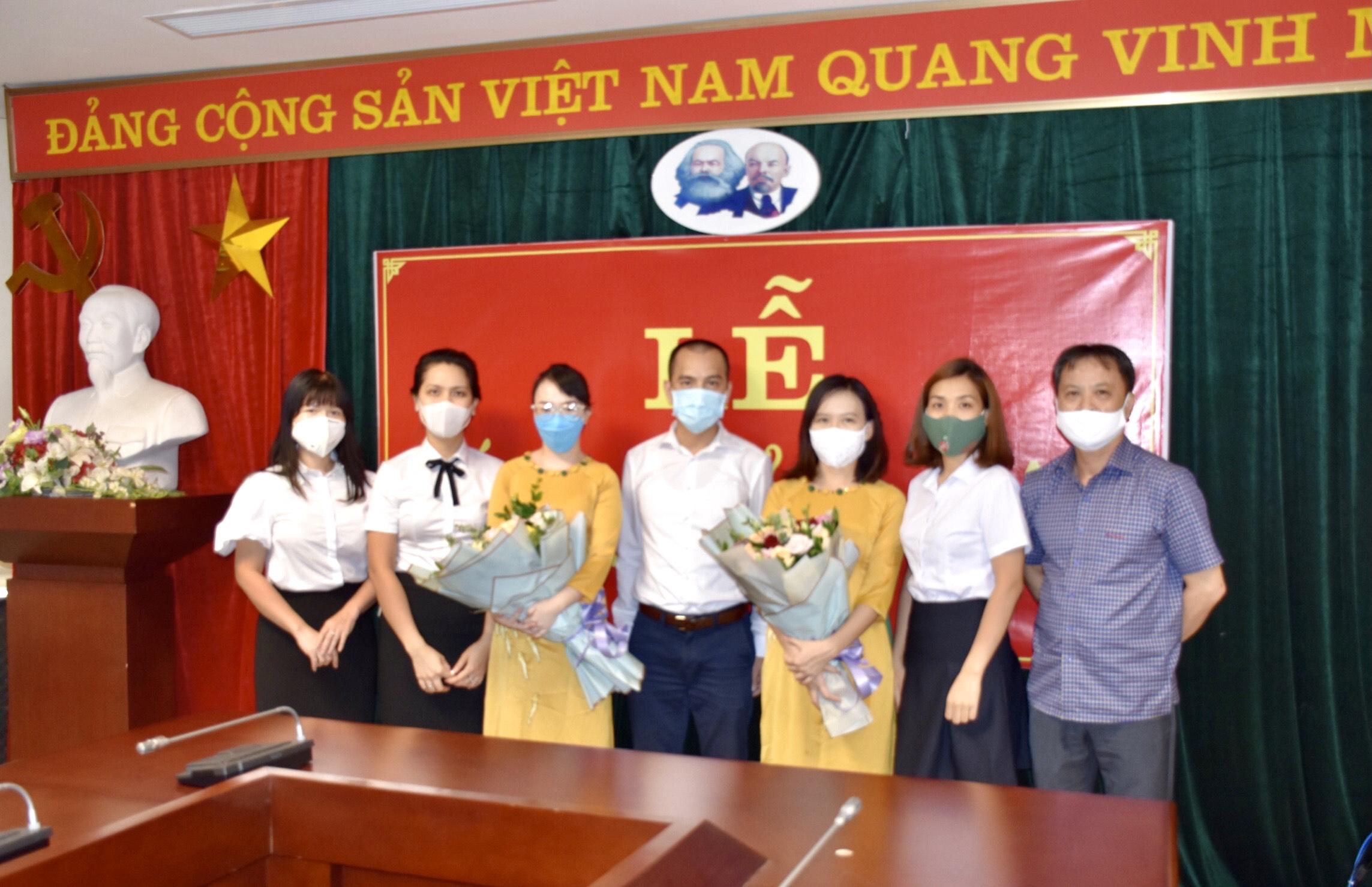 Chi bộ AIP Trung tâm Thông báo tin tức hàng không kết nạp đảng viên mới