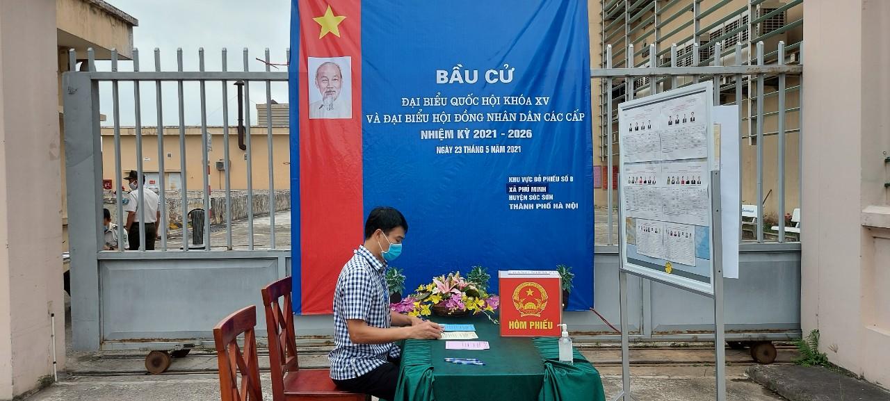 Ngày hội bầu cử trong khu vực trực chốt tại Đài kiểm soát không lưu Nội Bài