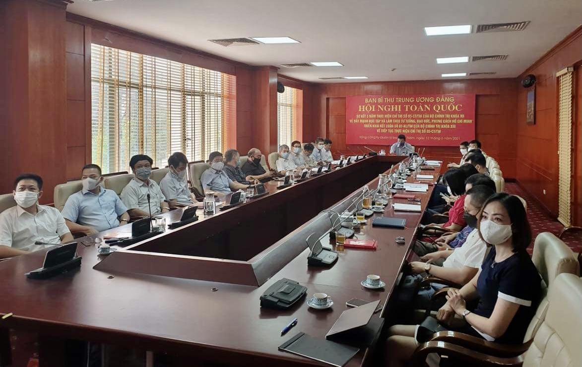 Đảng ủy VATM: Tham dự Hội nghị trực tuyến toàn quốc sơ kết 5 năm thực hiện Chỉ thị số 05-CT/TW của Bộ Chính trị khóa XII, triển khai Kết luận số 01-KL/TW của Bộ Chính trị khóa XIII và học tập Chuyên đề năm 2021