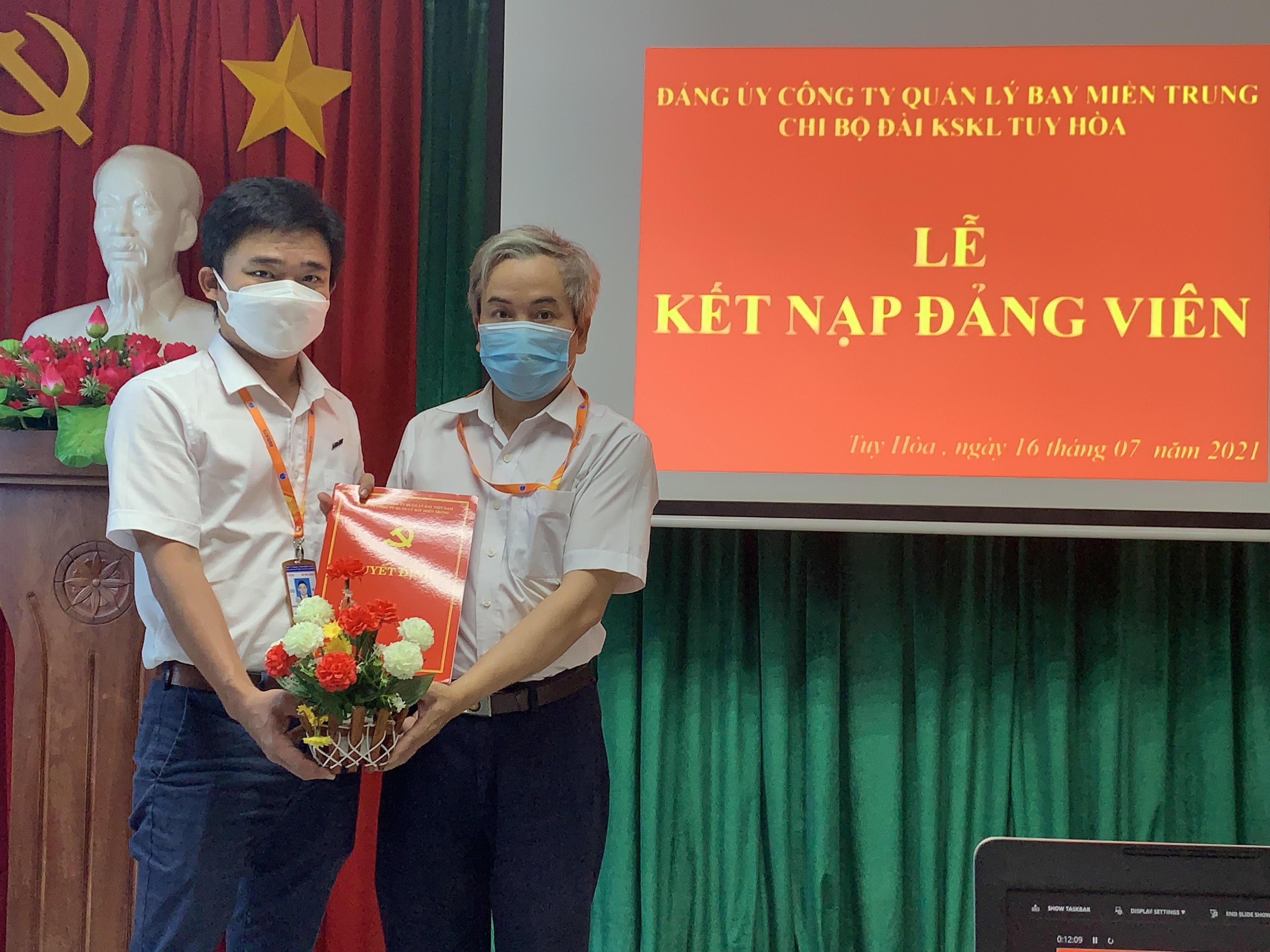 Chi bộ Đài KSKL Tuy Hòa đã tổ chức lễ kết nạp Đảng viên mới
