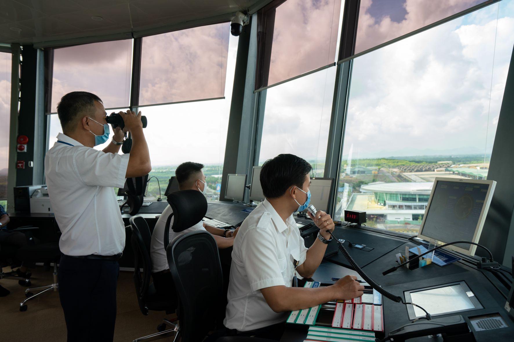 Ổn định toàn diện các hoạt động tại Đài KSKL Phù Cát sau 3 tháng hoạt động chính thức
