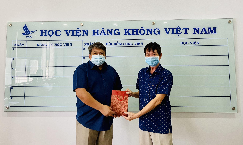 Cựu học viên, sinh viên ngành Kiểm soát không lưu hỗ trợ sinh viên Học viện hàng không Việt Nam trong đại dịch Covid-19