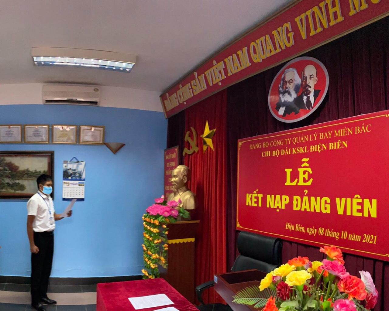 Chi bộ Đài Kiểm soát không lưu Điện Biên, Công ty Quản lý bay miền Bắc kết nạp đảng viên mới