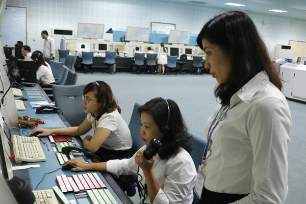 Image result for nhân viên kiểm soát không lưu ở việt nam